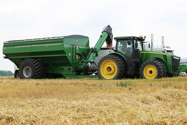 Unverferth | 20 Series Dual-Auger Grain Carts | Model 1320 for sale at Colerain, North Carolina