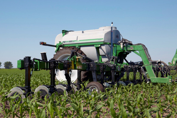 Unverferth | NutriMax Liquid Applicator | Model 1400 - 44'/40' for sale at Colerain, North Carolina